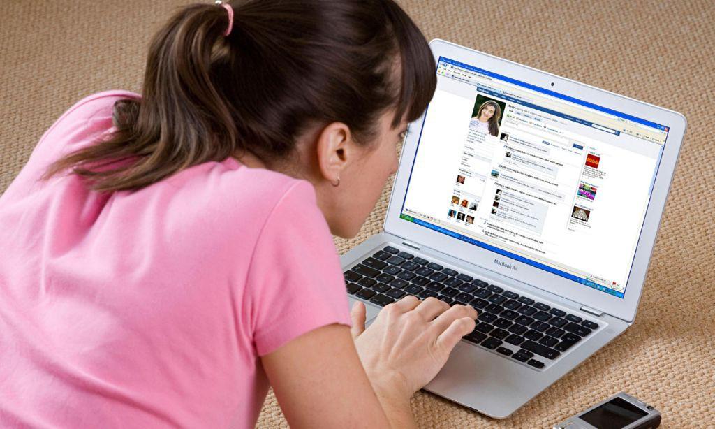 Mirando-Facebook1