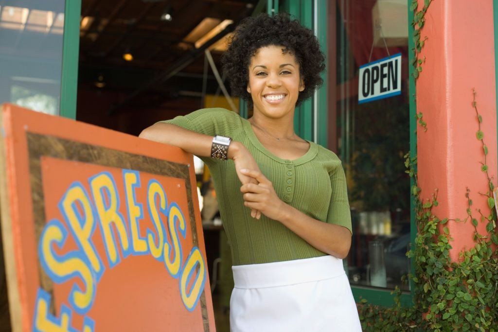Mujer-abriendo-su-negocio