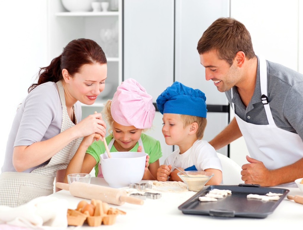 familia-cocinando-con-hijos