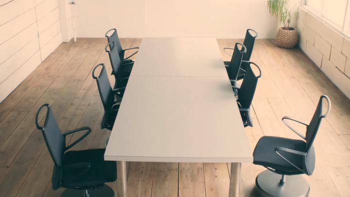 nissan-self-parking-chair-1