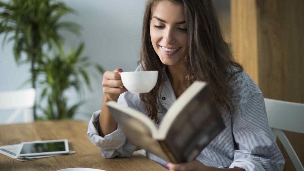mujer-leyendo-un-libro