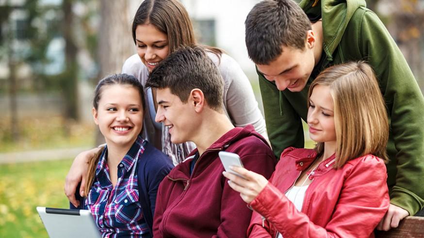 jovenes-universitarios-874x492