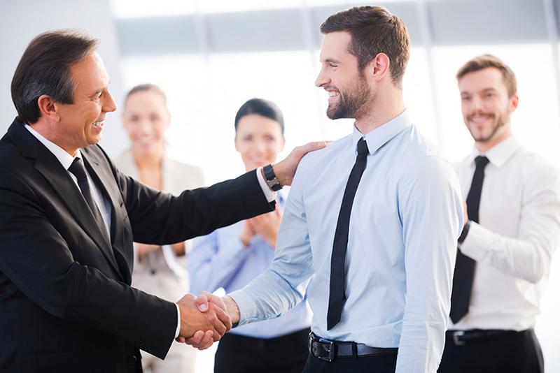 relacionamento-no-trabalho-cumprimente-as-pessoas