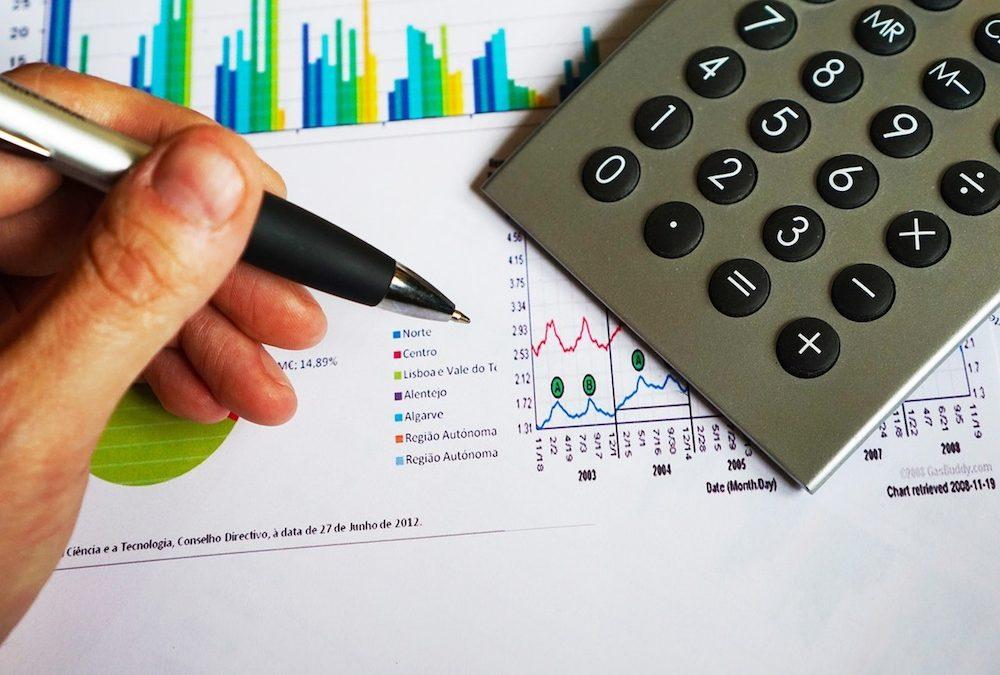 3-errores-que-no-debes-cometer-si-quieres-asegurar-tu-futuro-financiero.-1000x675