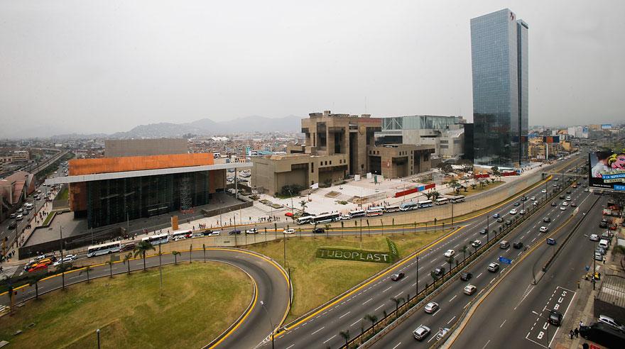 Lima 29 de setiembre del 2015Recorrido por la nueva sede del Banco de la NaciÛn, que se ha convertido en el edificio m·s alto de Lima, destronando a la Torre Begonias en esa categorÌa. Esta nueva torre tiene 137 metros de altura, distribuidos en 31 pisos y cuatro sÛtanos. En el ˙ltimo nivel habr· un helipuerto. En la construcciÛn participaron 800 obreros y se vaciaron 6 mil metros c˙bicos de concreto. AquÌ se llevaran a cabo las reuniones internacionales del FMI y el Bacnco Mundial en el mes de octurbre.
