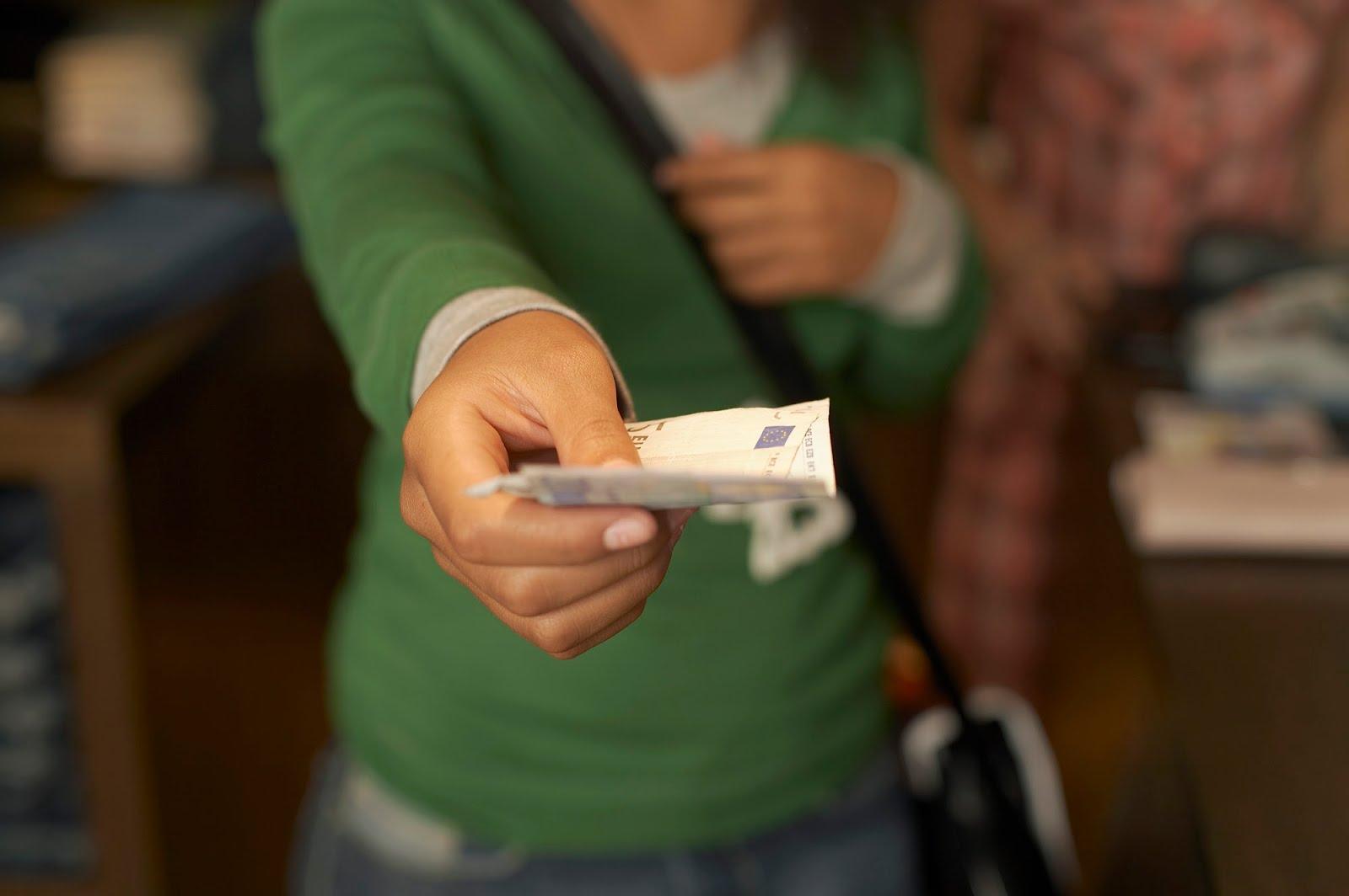 Aprovecha la gratificación para reducir tus deudas
