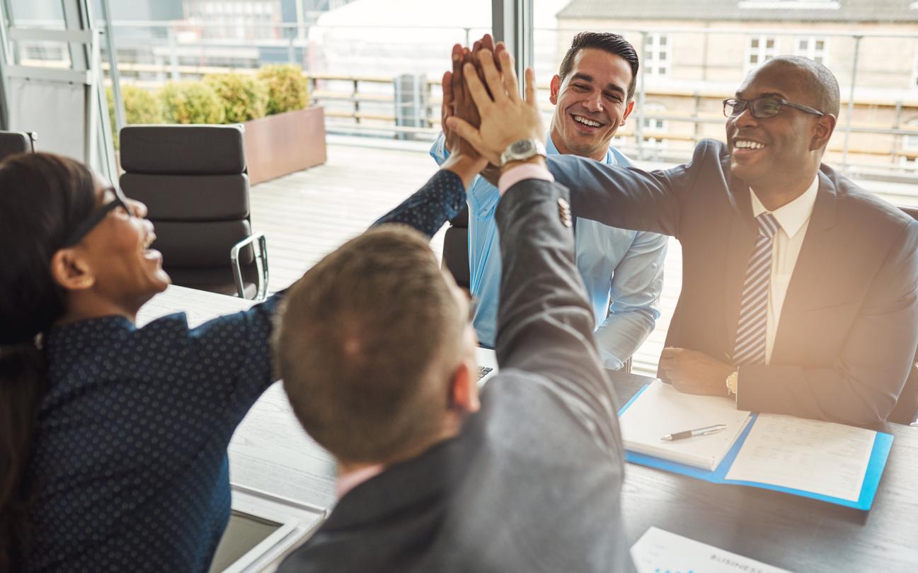 Conoce 4 etapas para trabajar en equipo con éxito