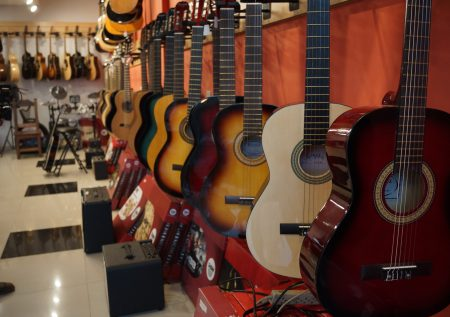 ¿Cómo iniciar un negocio de instrumentos musicales?