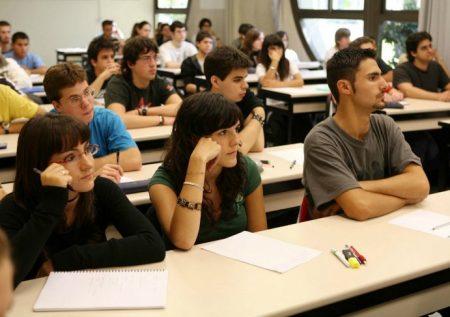 Amplían plazo para postular a becas de universitarios