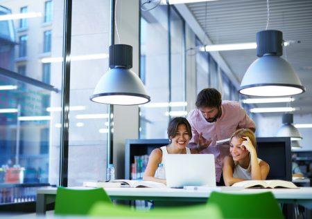 ¿Cómo mantener una actitud positiva en el trabajo?