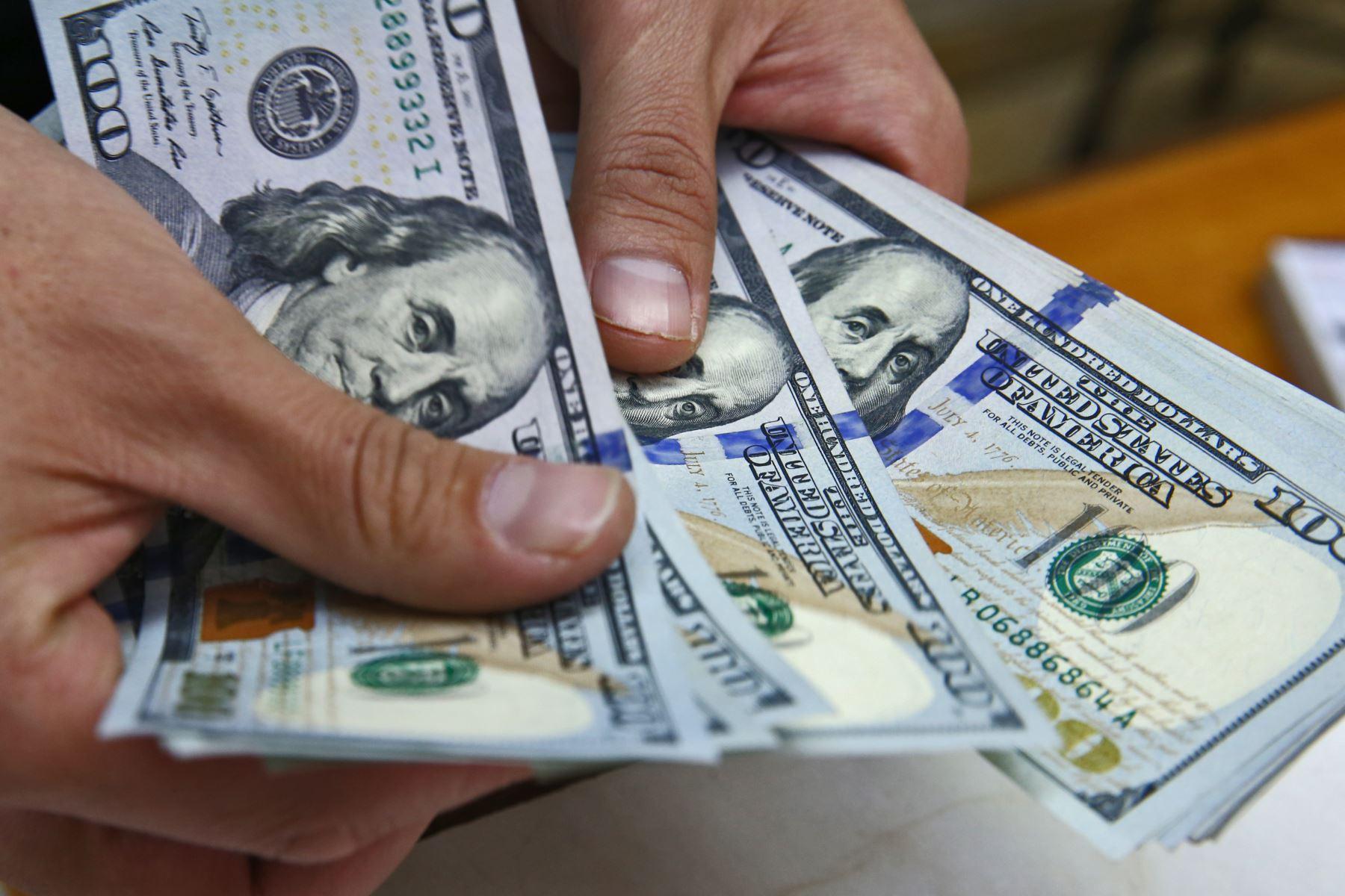 Precio del dólar mantiene tendencia al alza