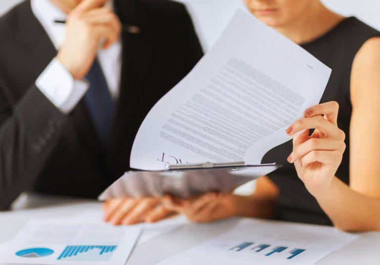 ¿Qué riesgos pueden reducir el valor al negocio?