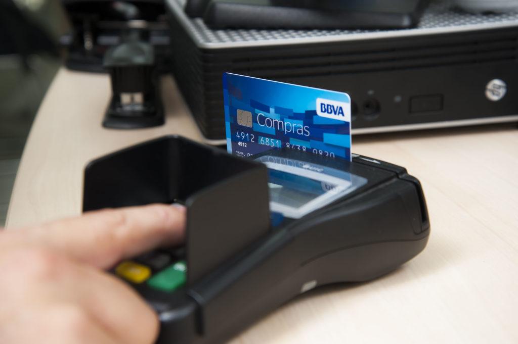 ¿Qué debemos usar: tarjeta de crédito o débito?