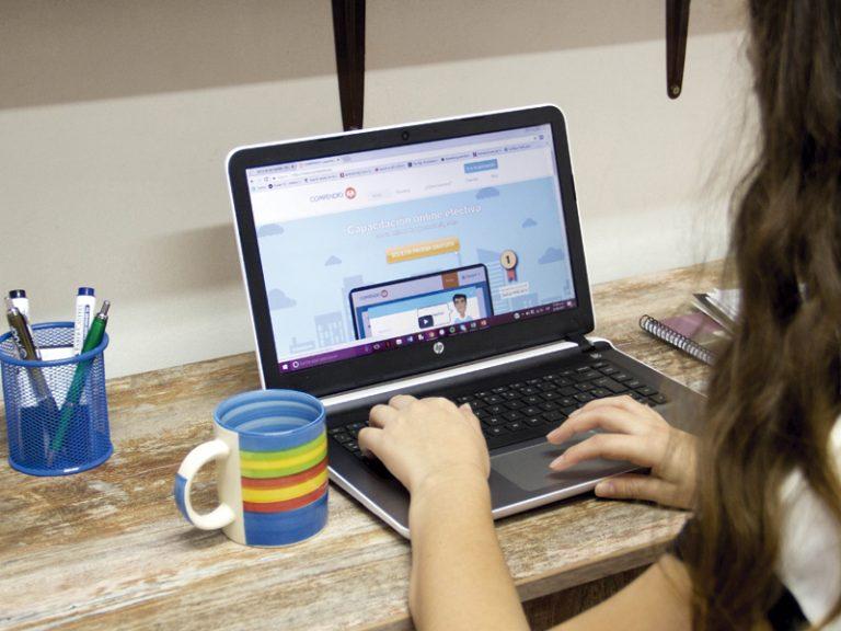Plataforma digital capacita personal sin Internet