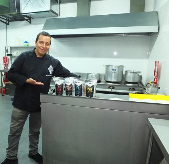 Emprendedor exporta aderezos de comida peruana