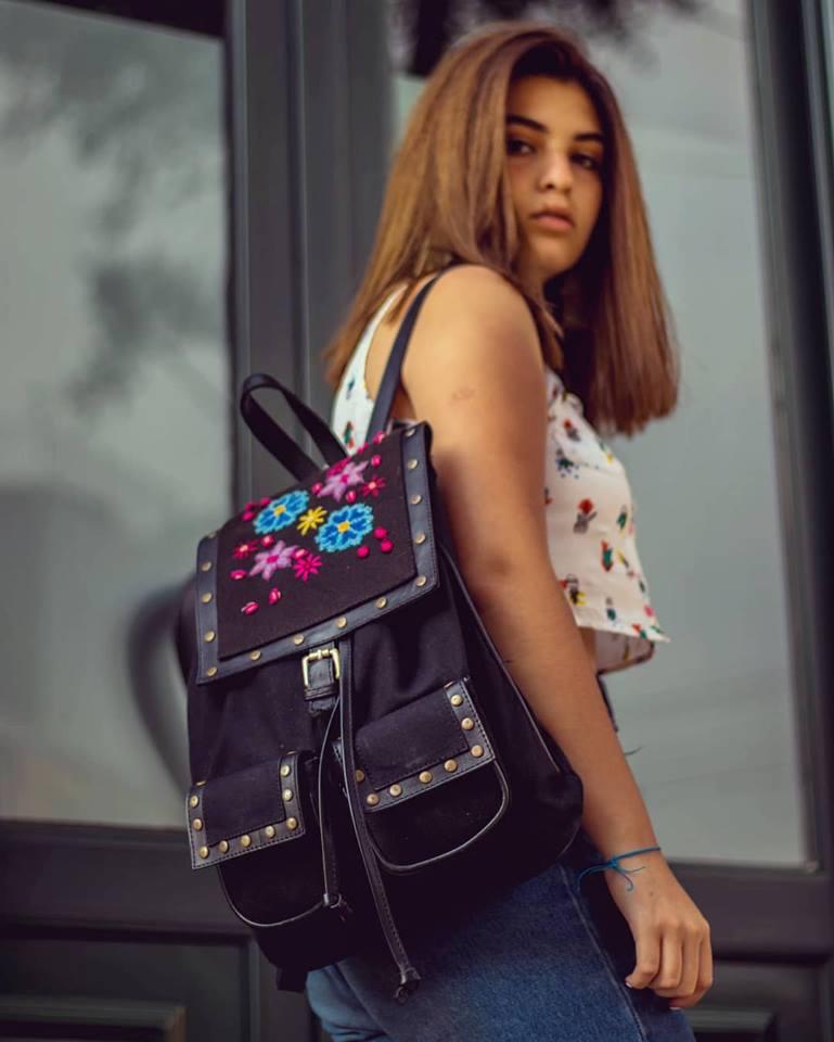 Emprendedora revalora diseños de arte textil ayacuchano
