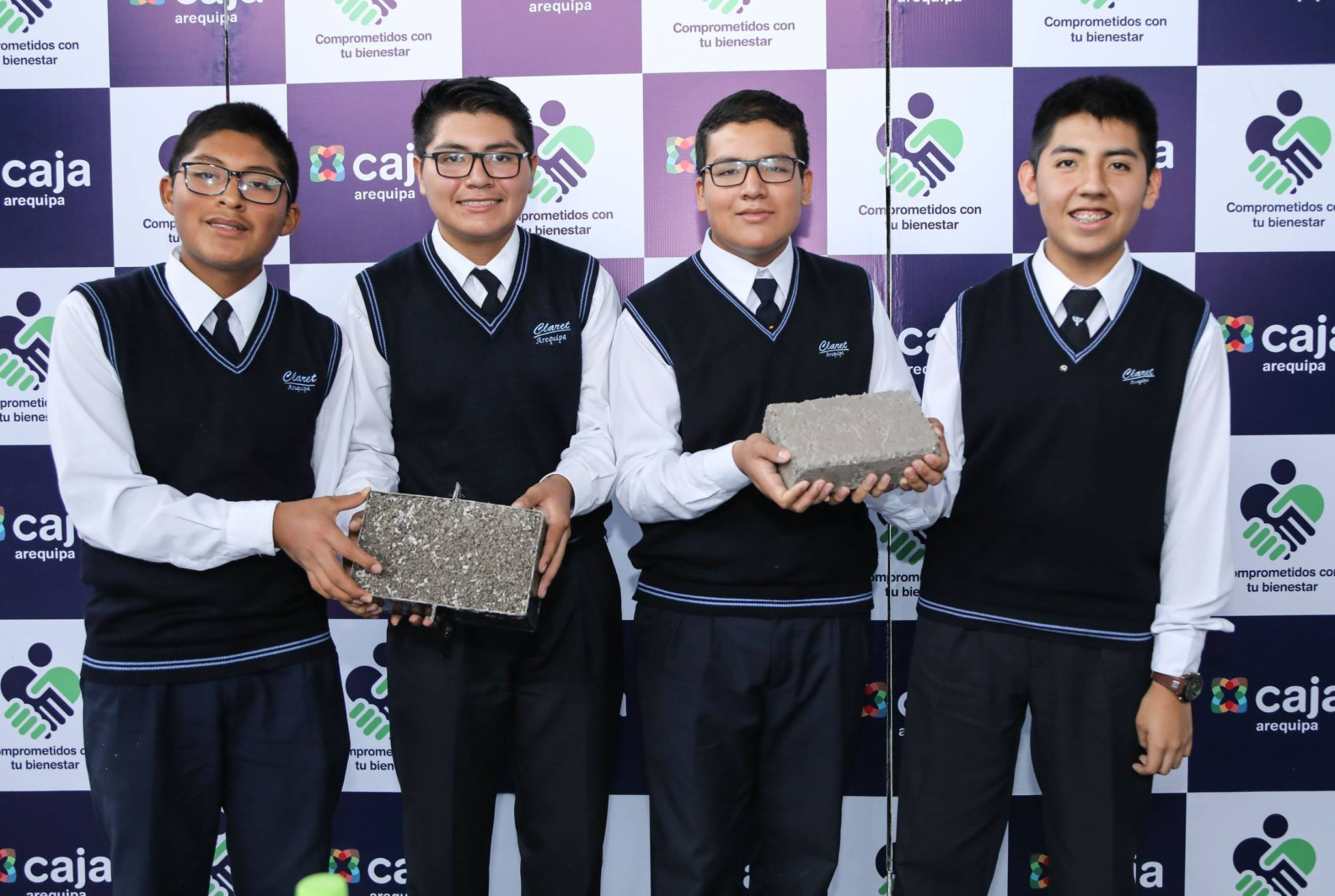 97c2d60af Emprendedores crean ladrillo de plástico reciclado. Caja Arequipa