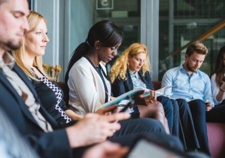 ¿Cómo enfrentar una entrevista grupal?