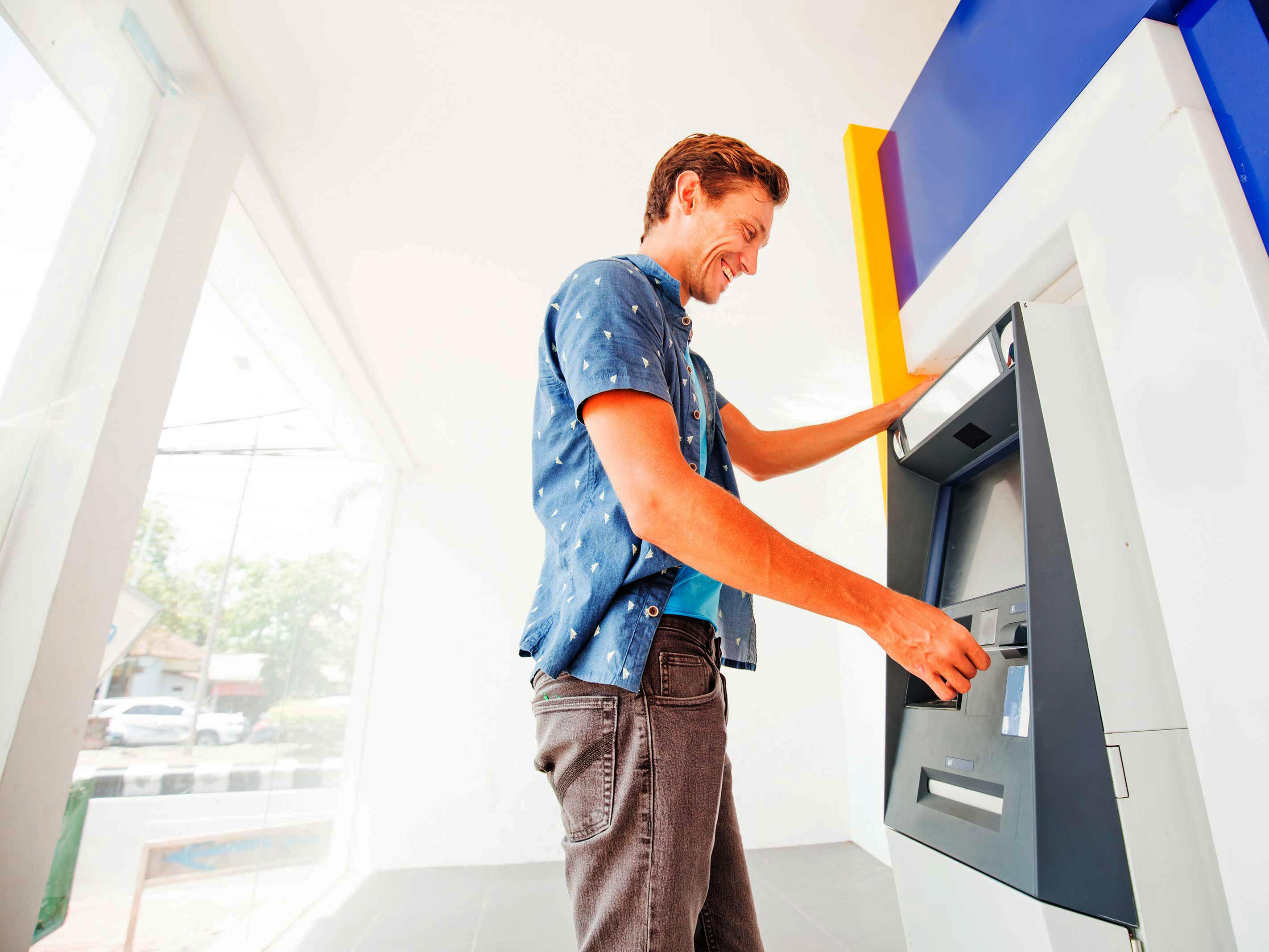 ¿Dinero en efectivo o cuenta de ahorros?