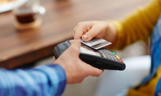 Ventajas de usar la tarjeta y no efectivo