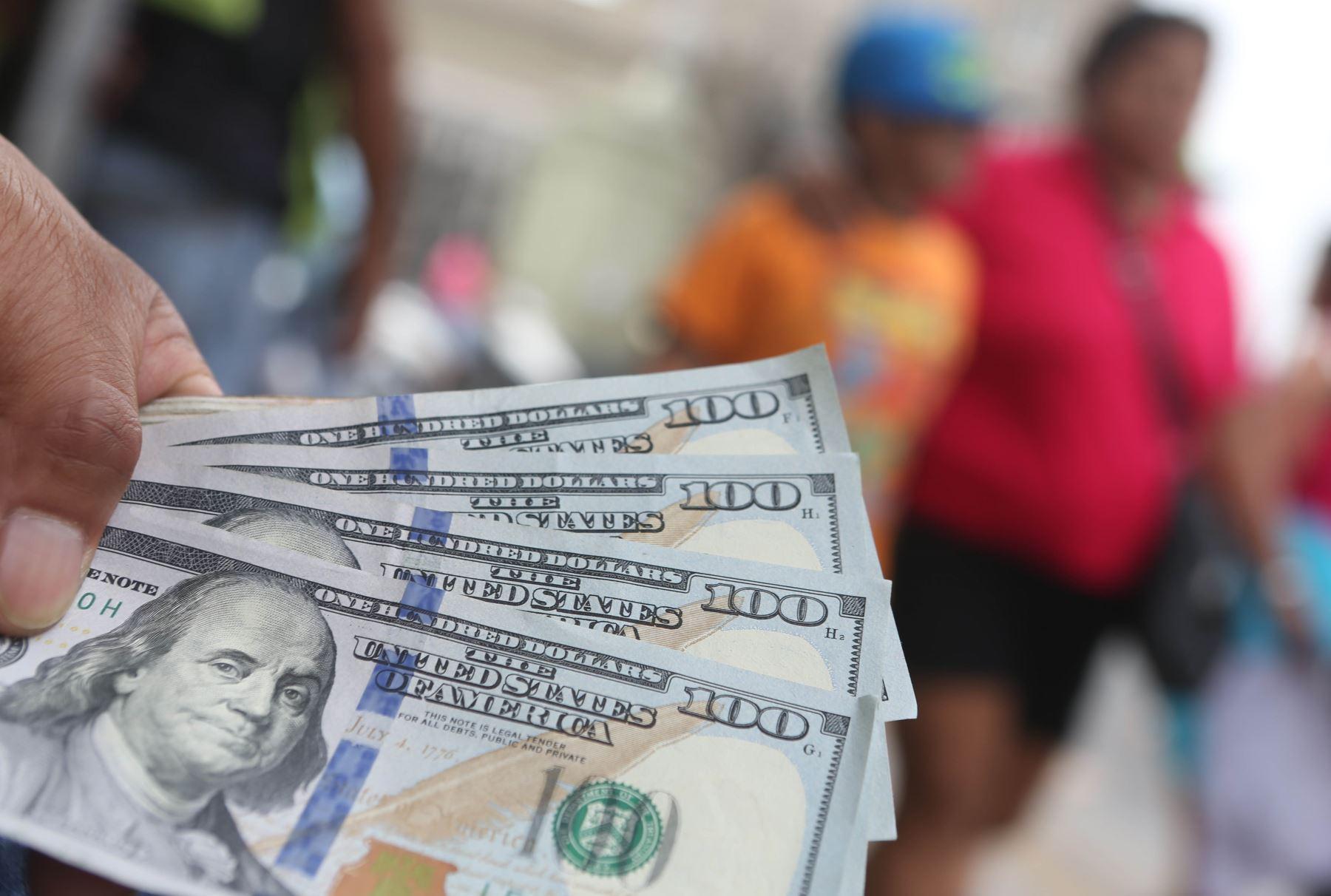 Dólar sube otra vez y cierra en S/. 3.518
