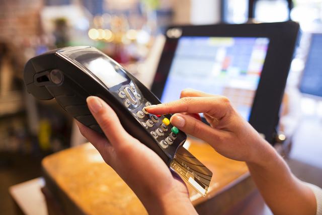 Tarjeta de crédito cuesta hasta 150% anual