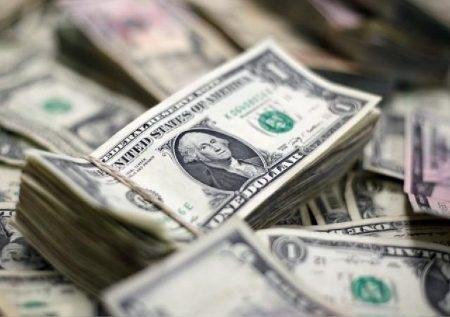 Dólar sigue al alza por crisis política