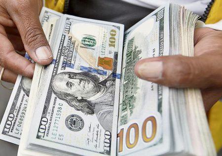 Dólar al alza tras vacancia presidencial