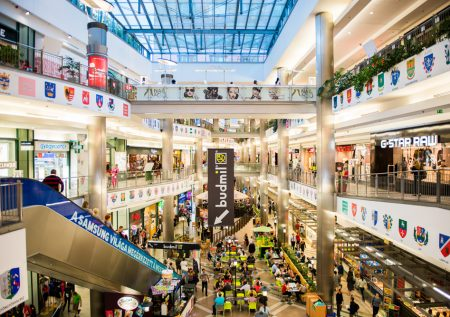 Gobierno reduce aforo de malls a 40%