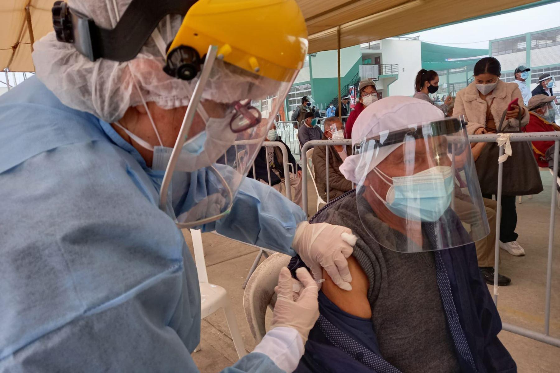 Vacunación: Otorgarán 1 día de licencia
