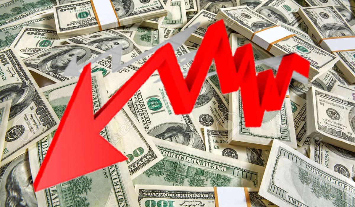 Dólar retrocede por debajo de los S/. 4
